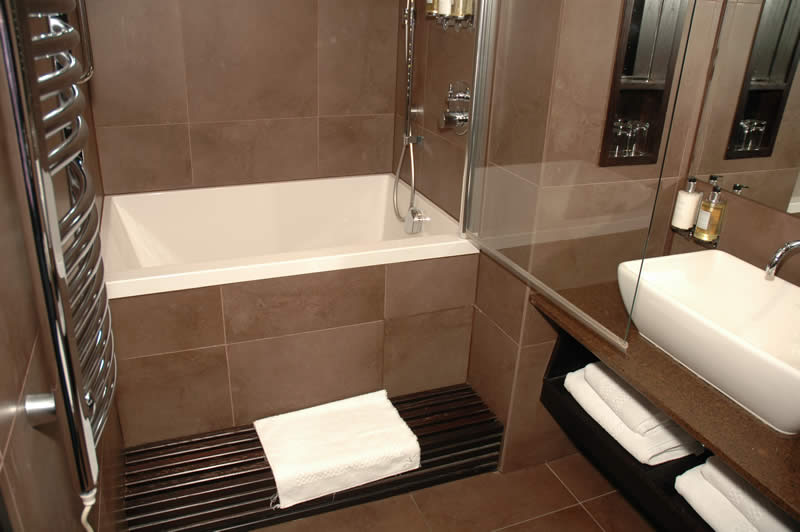 Calyx deep soaking bath minimal deep soaking tub for Bathtub styles types of bathtubs