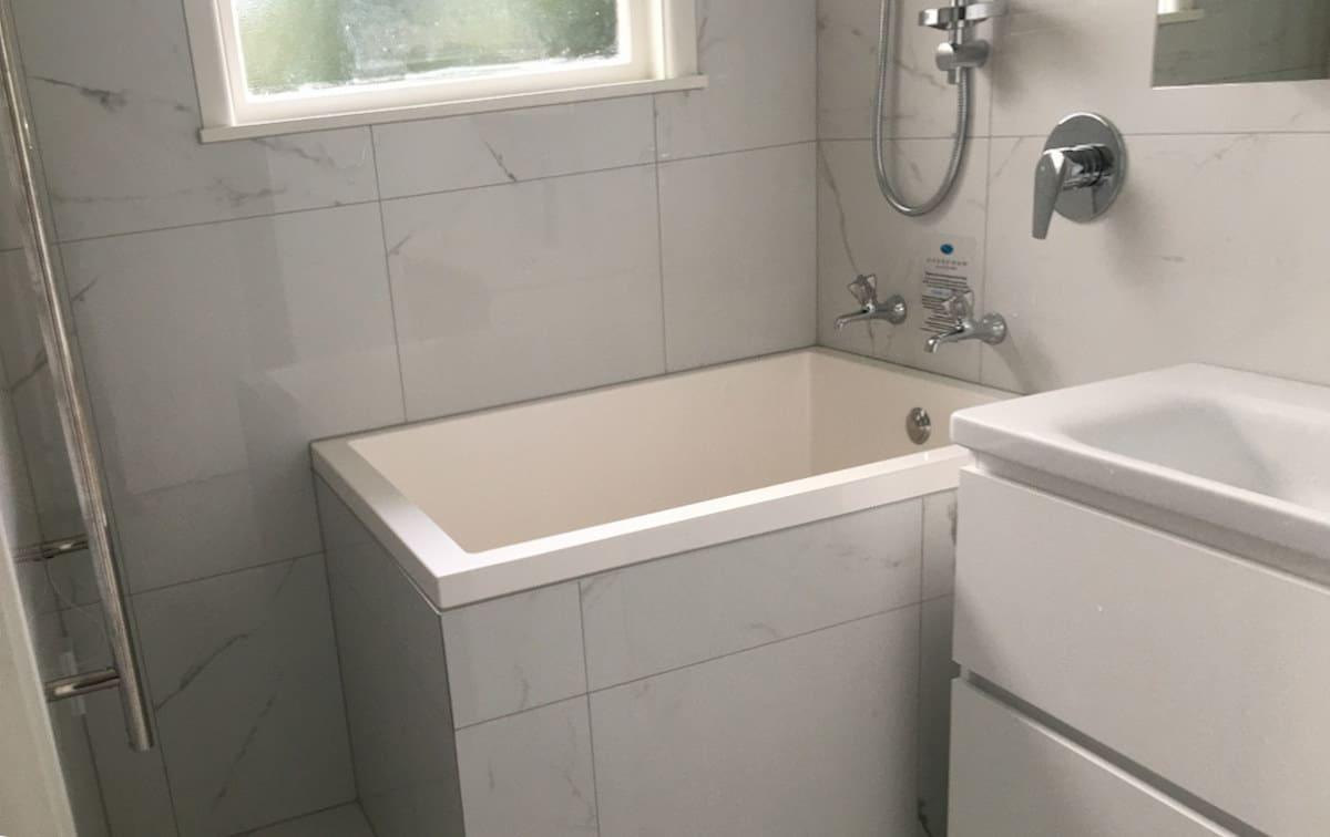 Deep soaking tub, Palmerston, New Zealand