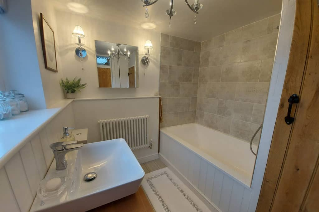 Double-ended bath, built-in, set into a corner