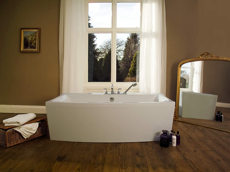 Elysia free standing bath in a traditional setting