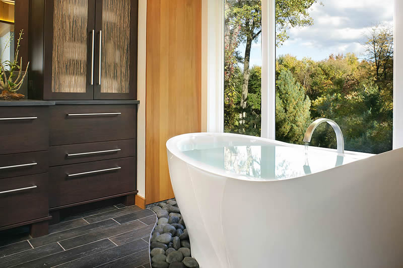A high quality bath in an award-winning bathroom design.