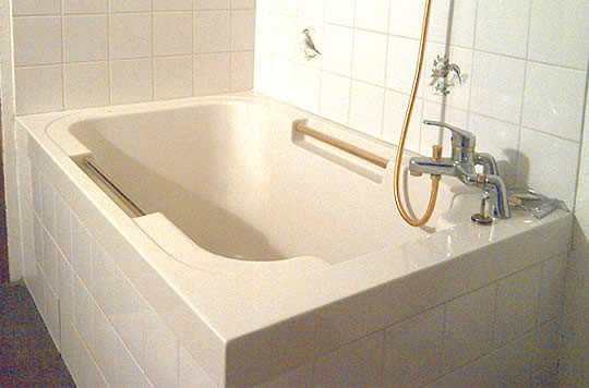 An early photo of the Imersa deep soaking tub.