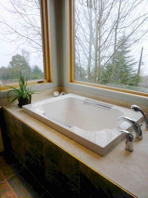 The traditional style Imersa deep soaking tub, Tacoma, USA
