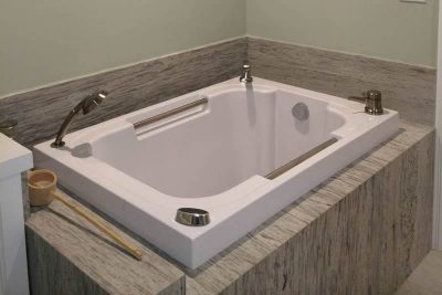 Nirvana Japanese style soaking tub, California USA