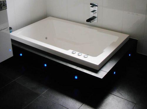 Nirvana Japanese style bath, underlit