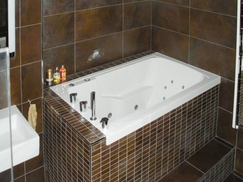 The Nirvana Japanese soaking-tub used as a corner bath