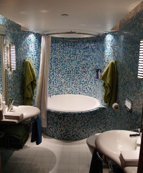 The Oberon circular bath can also be set close to a wall. here, it is shown in a tiled surround.