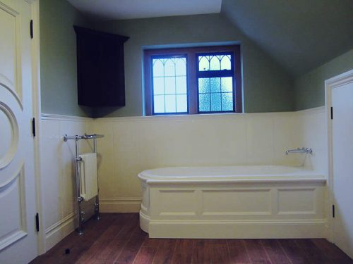 The Regency panelled bath, set into a corner