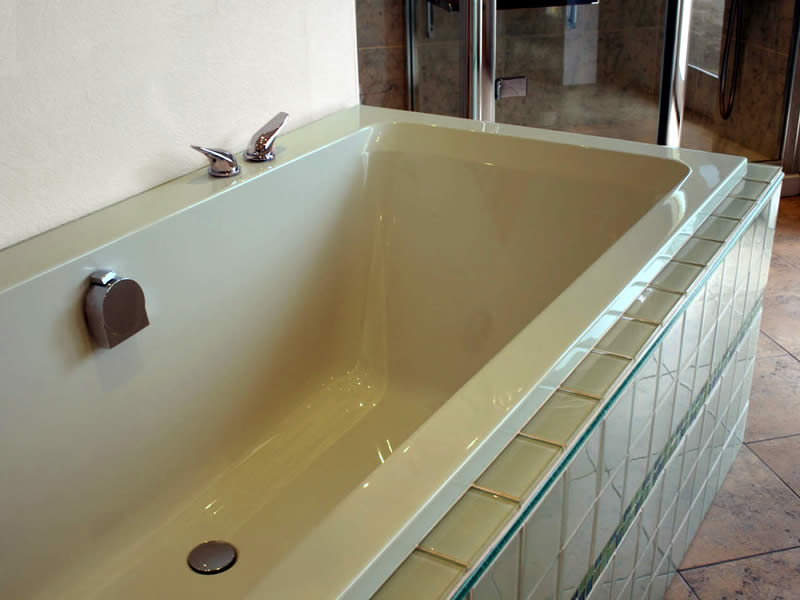 The Serenity rectangular bath, here shown in a special colour