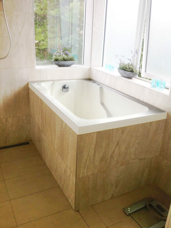 A Closer View Of The Nirvana Deep Soaking Tub.