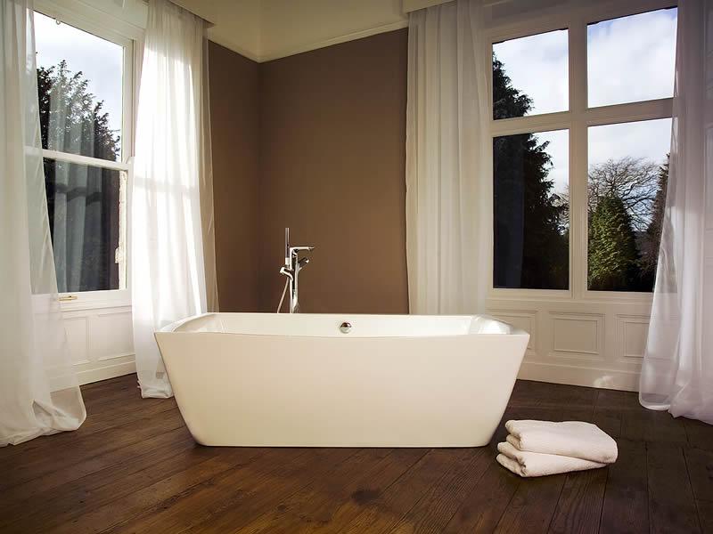 Cabuchon bath in triple award-winning bathroom design - Cabuchon