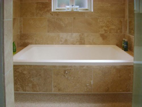 Traditional deep soaking tub imersa deep soaking bath for Deep built in bathtubs