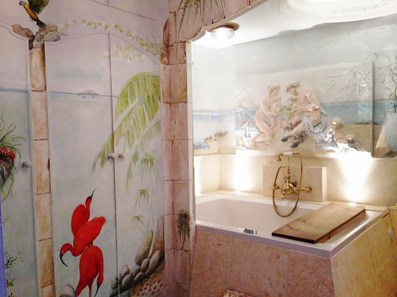 The Xanadu deep soaking tub and the surrounding murals