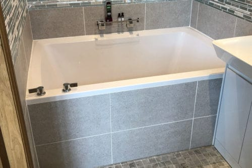 Xanadu 2-person deep soaking tub